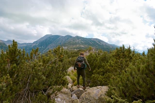 Klettern auf Felsblöcken kann auch zur Gewohnheit werden
