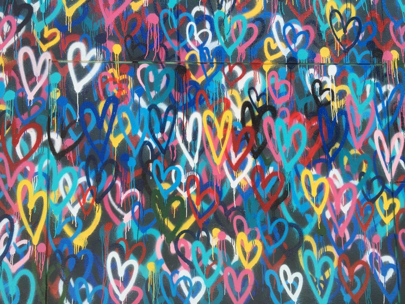 Viele Herzen in Nächstenliebe